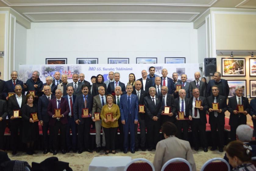 İMO'nun 65'inci kuruluş yıl dönümü etkinlğinde çekilen toplu fotoğraf