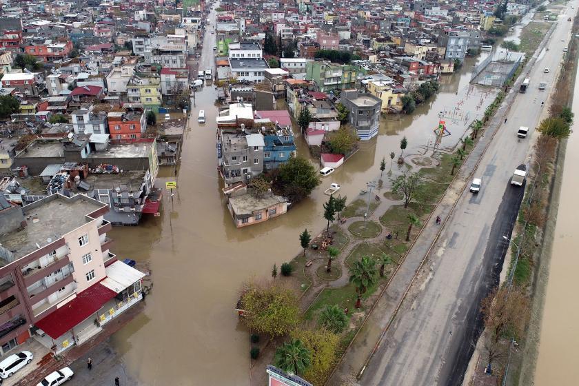 Adana'da sağanak sonrası sel basan sokaklar