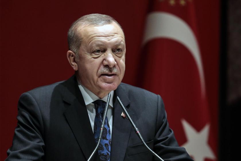 Tayyip Erdoğan kürsüde konuşma yapıyor