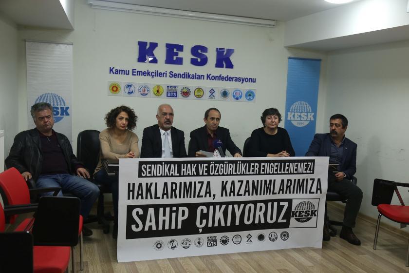 KESK üyeleri basın açıklaması yapıyor