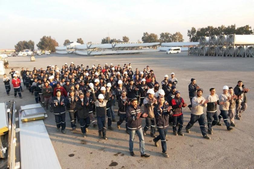 TPI Composite işçileri fabrika içerisinde protesto yürüyüşü yaparken (Arşiv görüntüsü)