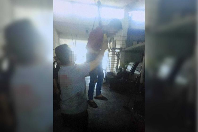 Palangaya bağlanıp asılan çocuk işçi