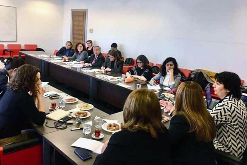 CHP Genel Merkezinde milletvekilleriyle görüşen kadın ve çocuk örgütleri temsilcileri