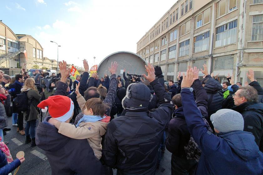 Fransa'da greve çıkan demiryolu işçileri