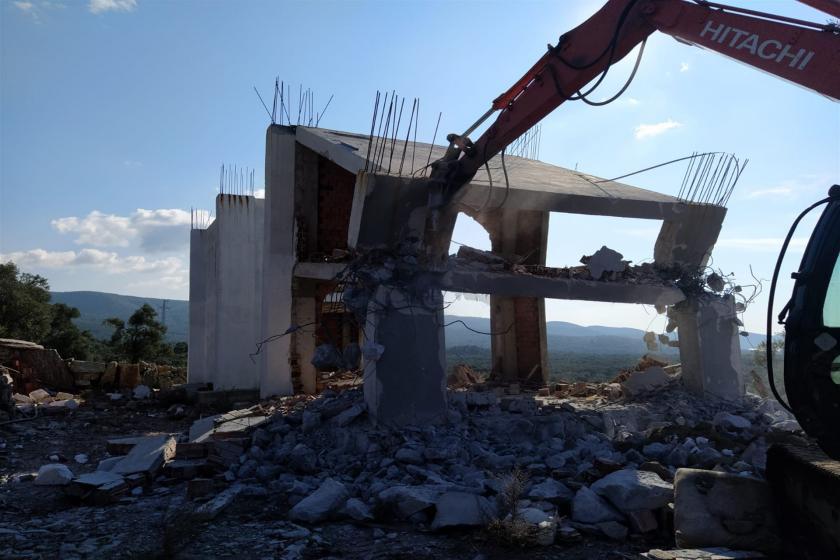 Yıkılan bina