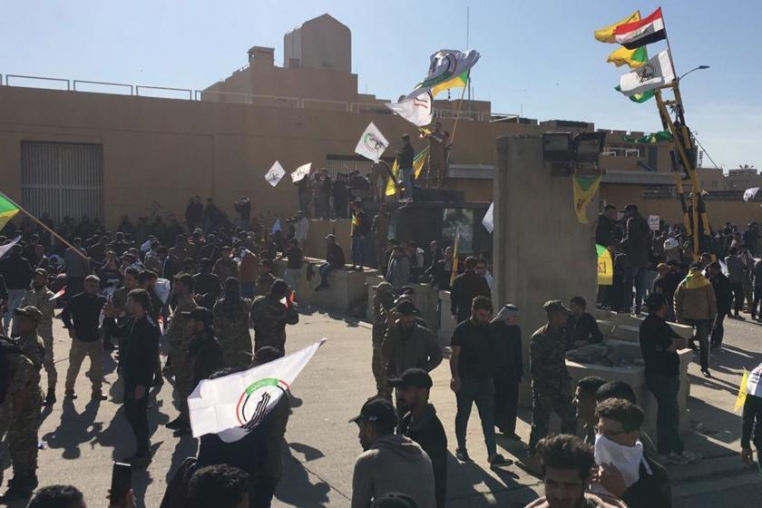 ABD'nin Bağdat Büyükelçiliği önünde toplanan Haşdi Şabi taraftarları