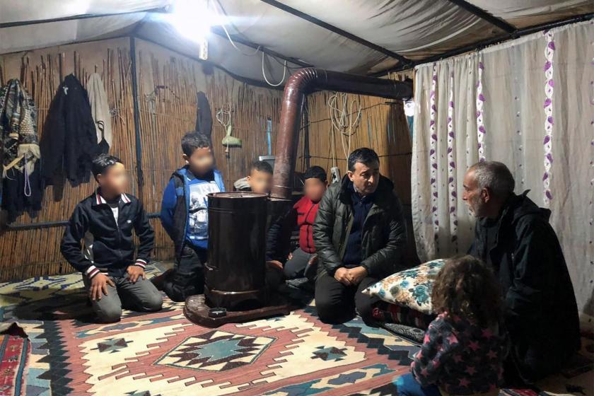 Tarım işçilerinin çadırını ziyaret eden CHP Milletvekili Burhanettin Bulut