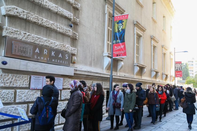 İzmir'de Picasso: Gösteri Sanatı sergisine büyük ilgi gösterildi.