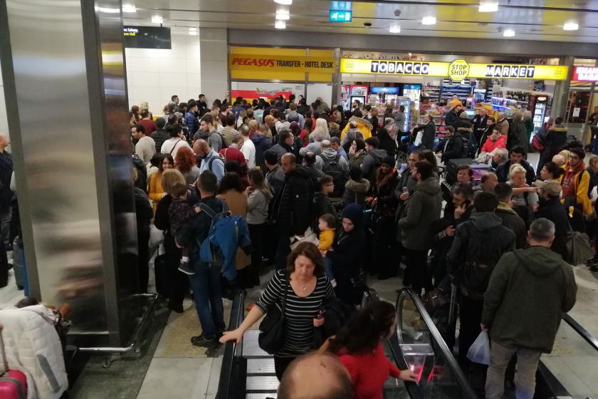 Sabiha Gökçen Havalimanındaki yolcu yoğunluğu