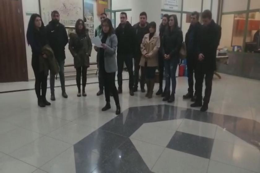 Tire Belediyesi'nde işten çıkarılan çalışanlar basın açıklaması yaptı.