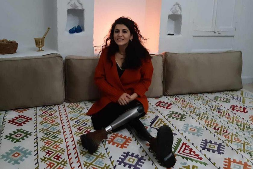 HDP'nin 2015 yılında Diyarbakır'da düzenlediği mitinge IŞİD'in bombalı saldırı düzenlemesi sonucu iki bacağını kaybeden Lisa Çalan