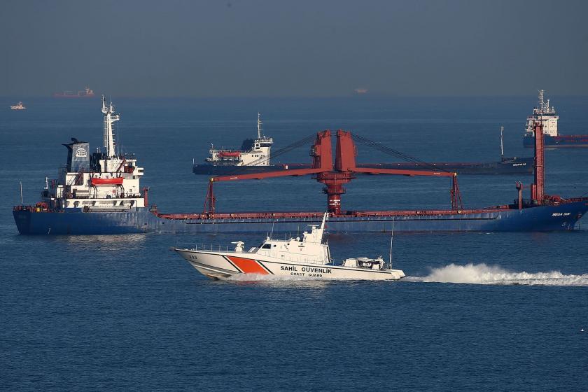 Kilyos açıklarında batan balıkçı teknesindekileri arama çalışmaları.