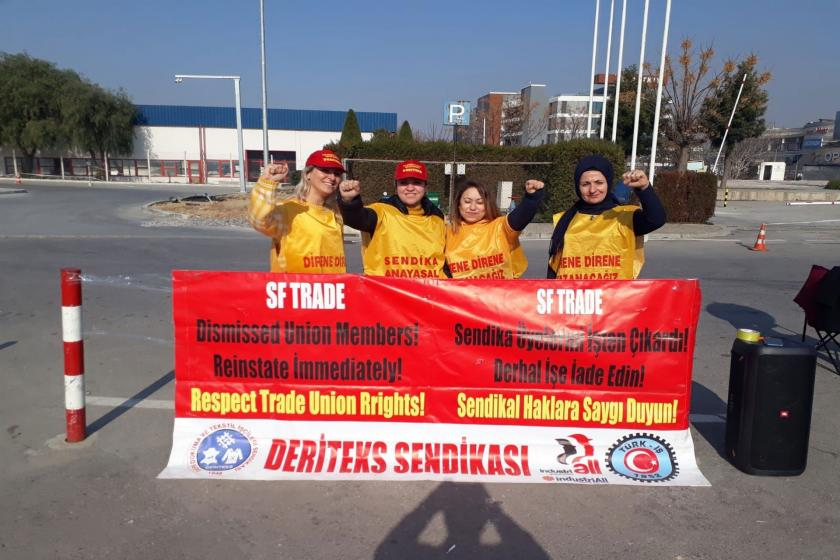 SF Trade işçileri fabrika önünde direniyor.