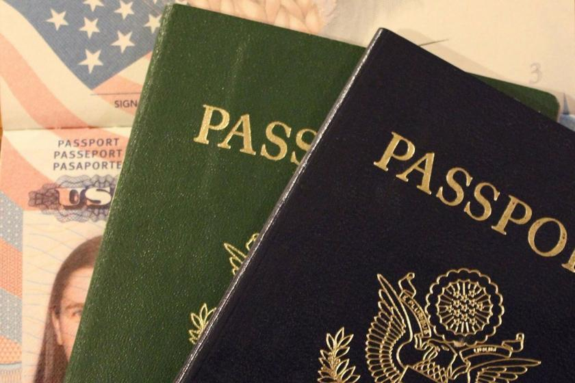 Yeşil ve mavi pasaport
