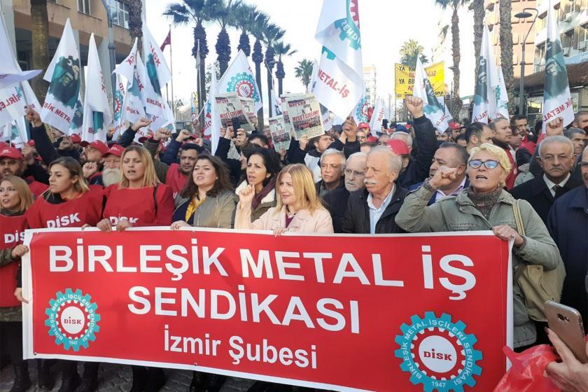 İzmir'de MESS dayatmalarını protesto eden Birleşik Metal-İş üyeleri