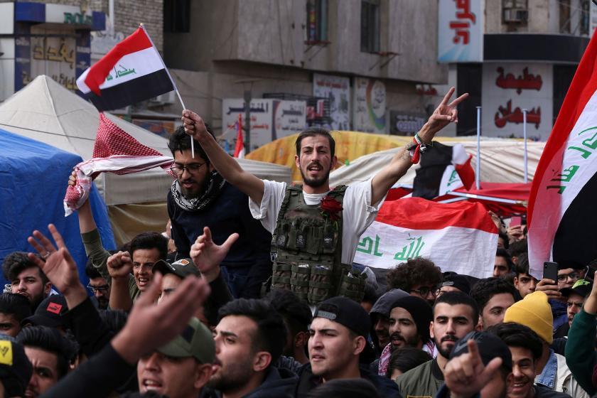Irak'ta eylem için sokağa çıkan halk