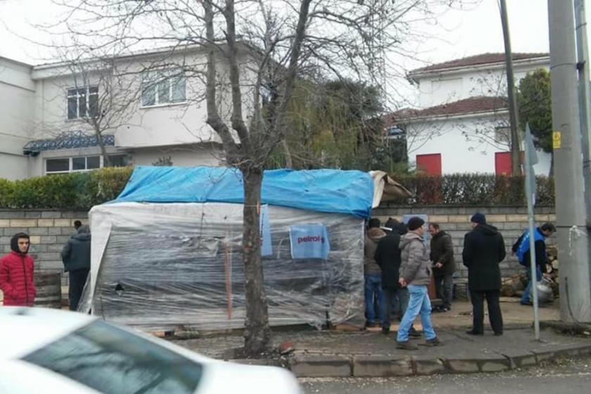 Grevdeki Trelleborg işçilerinin çadırının dışarıdan görünüşü