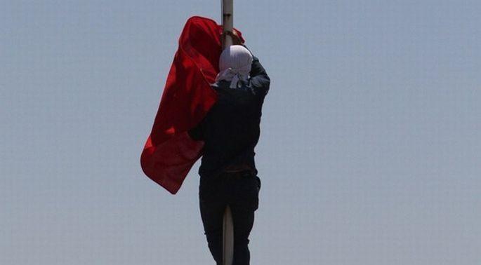 Bayrak indiren Mutlu'ya 13 yıl 9 ay hapis cezası