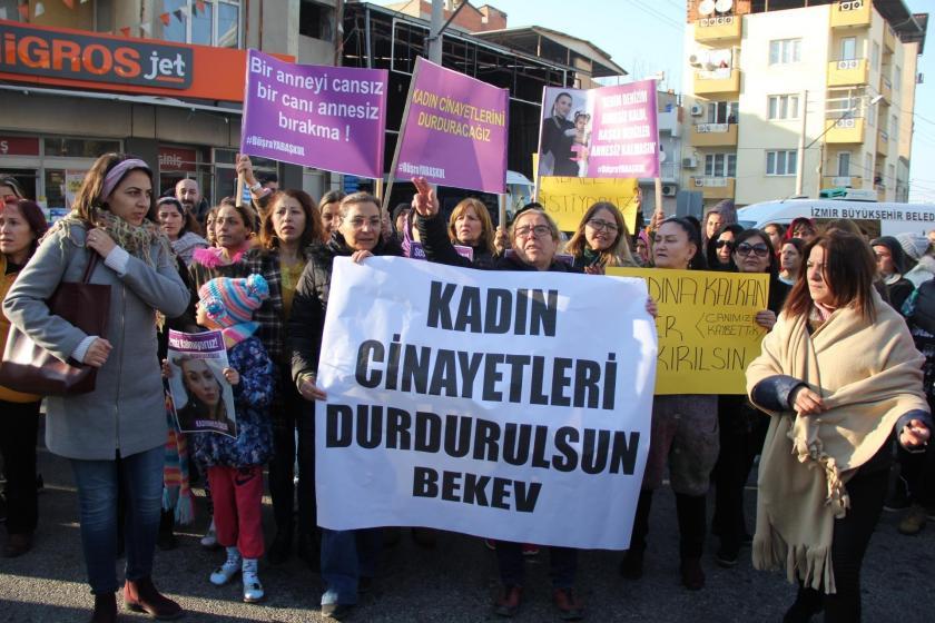 İzmir Buca'da eski eşi tarafından katledilen Büşra Yabaşkul, kadınların dayanışma sloganları arasında defnedildi