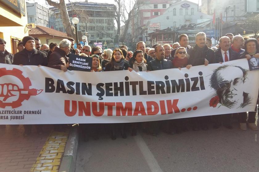 Uğur Mumcu, Bursa'da Çağdaş Gazeteciler Derneğinin çağrısıyla yapılan eylemle anıldı
