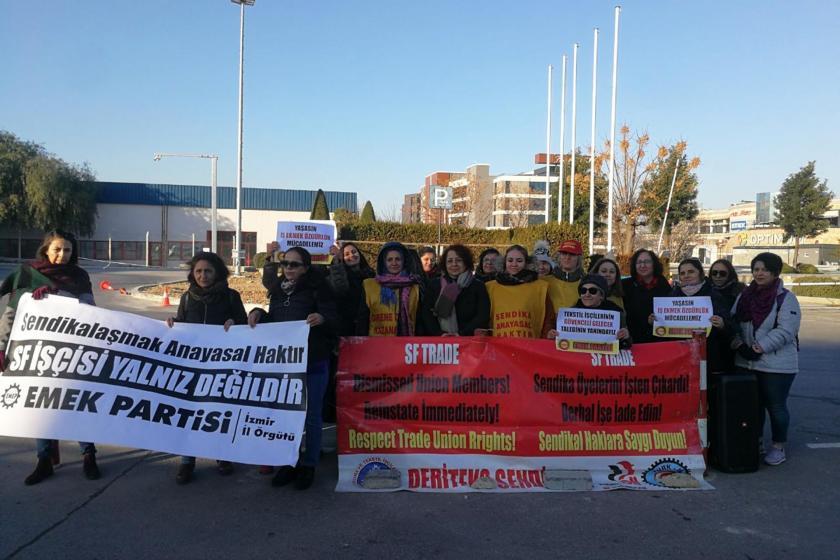 İzmir'de Emek Partisi üyesi kadınlar direnişteki SF Tekstil işçilerini ziyaret etti