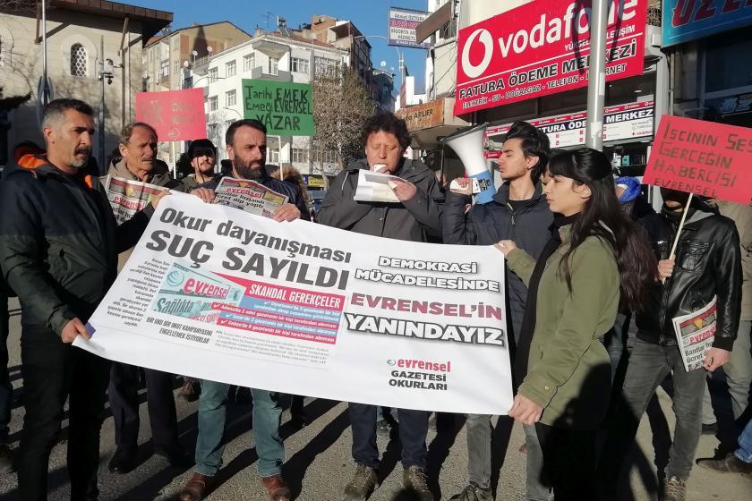 Emek Partisi Elazığ İl Örgütü Evrensel'e destek için basın açıklaması yaparken