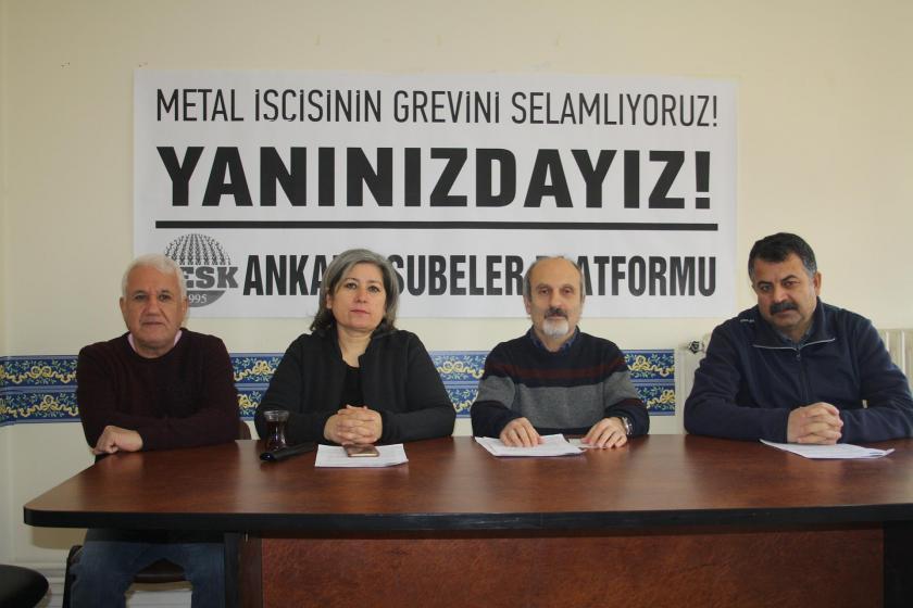 KESK Ankara Şubeler Platformu, 'Metal işçisinin grevini selamlıyoruz, yanınızdayız!' pankartı önünde açıklama yaparken