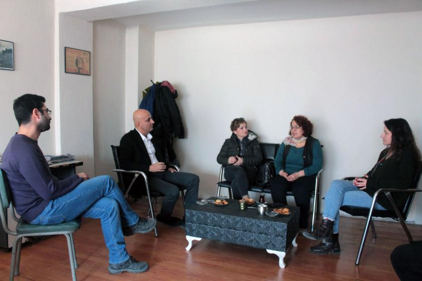 CHP Milletvekili Mahir Polat Evrensel'i ziyareti sırasında sohbet ederken