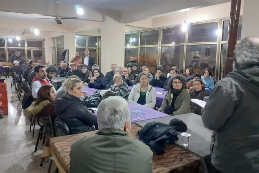 Karabağlar'daki mahalle sakinleri imar planına karşı toplantı düzenledi