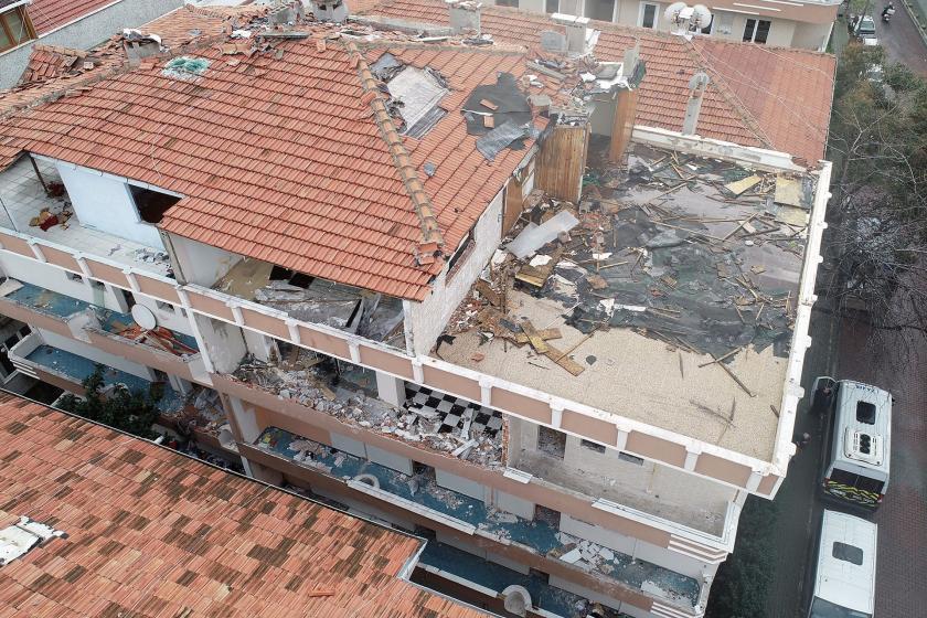 Silivri depreminde hasar görüdüğü için boşaltılan bina