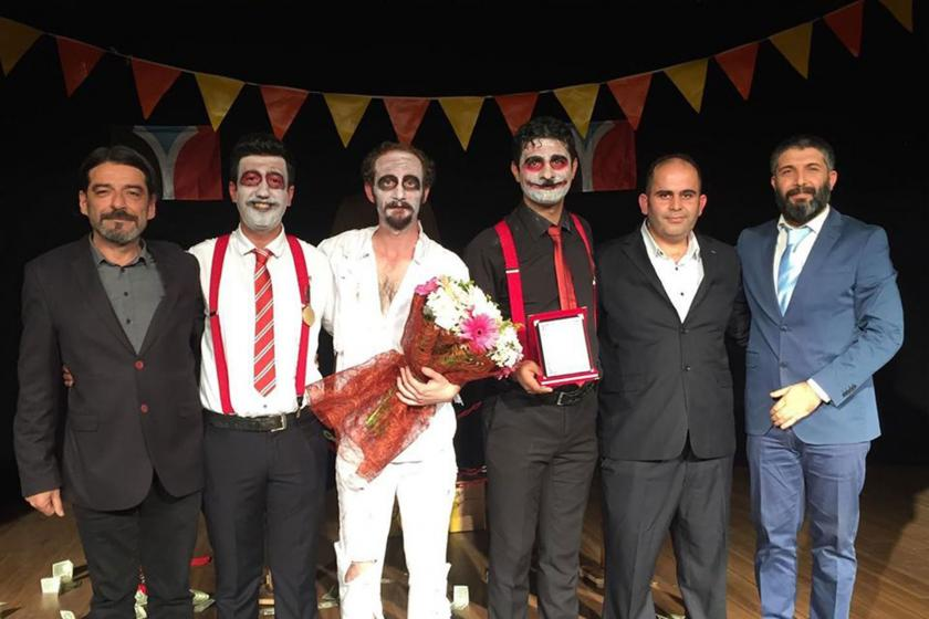 Mersin Kırmızı Perde Tiyatrosu oyuncuları