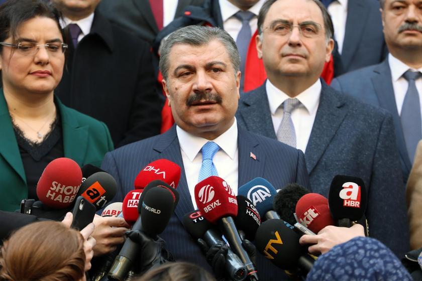 Sağlık Bakanı Fahrettin Koca gazetecilere açıklama yapıyor
