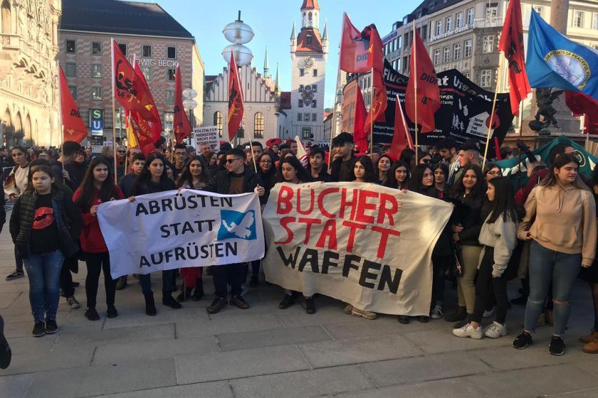 56. Münih Güvenlik Konferansı'nı protesto eden gençler