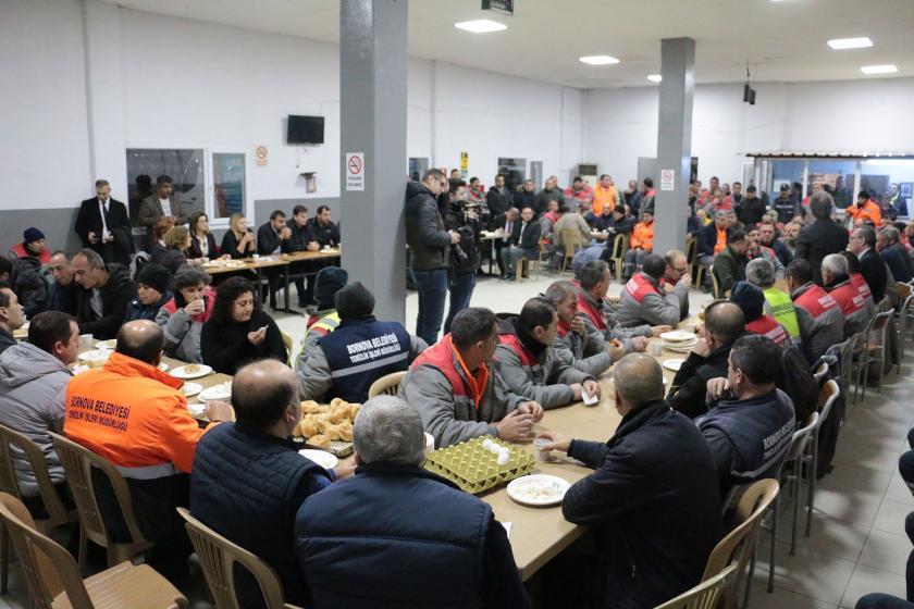 Genel İş İzmir 7 Nolu Şube ve Bornova Belediyesi temizlik işçileri ile toplantı yaparken