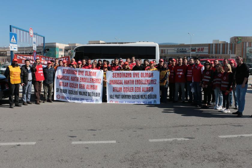Genel İş İzmir 2 Nolu Şubesi direnişte olan SF Tekstil ve Kale Pratt işçilerine dayanışma ziyaretinde bulunurken