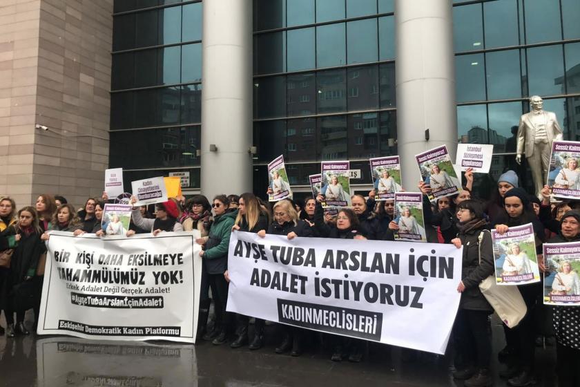 Ayşe Tuba Arslan için hazırlanan döviz ve pankartlar, Kadın Meclisleri üyeleri ve Eskişehirli kadınlar