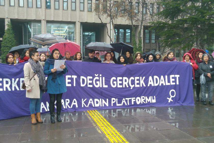 Ceren Damar davası öncesi adliye önünde yapılan basın açıklaması