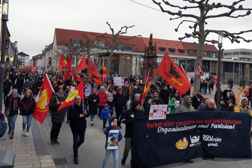 Hanau'da katliama karşı gerçekleştirilen yürüyüş