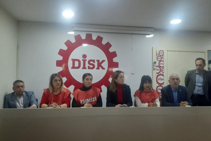DİSK Genel Başkanı Arzu Çerkezoğlu'nun katılımı ile Bergama belediyesinden işten atılan işçilerle dayanışma için basın toplantısı düzenlendi