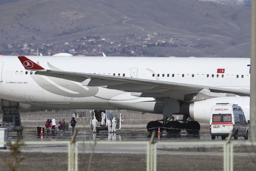 Koronavirüs şüphesiyle Esenboğa Havalimanına iniş yapan uçak