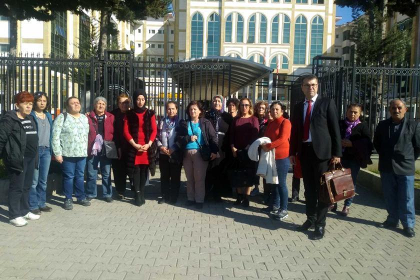 Zehra Demir'e ilişkin davayı takip eden kadınlar ve avukat
