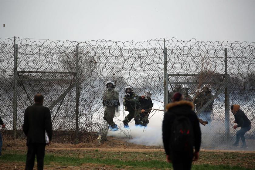 Edirne sınırında Yunan polisinin mültecilere saldırısı