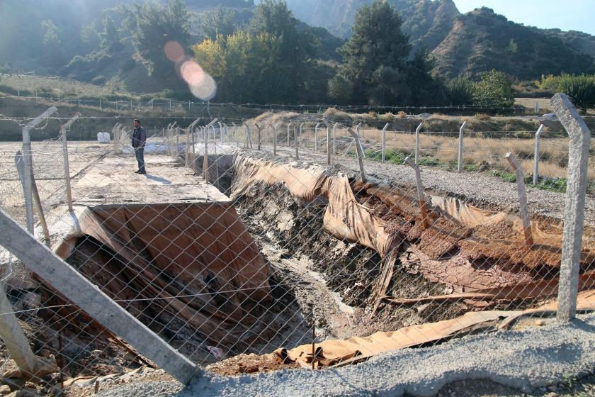 Toprağın delik deşik edildiği JES inşaatı