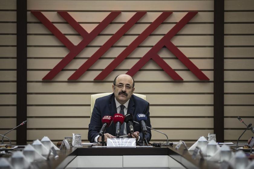 YÖK Başkanı Yekta Saraç, düzenlediği basın toplantısında gazetecilere uzaktan eğitim uygulamasına ilişkin açıklamalarda bulundu.