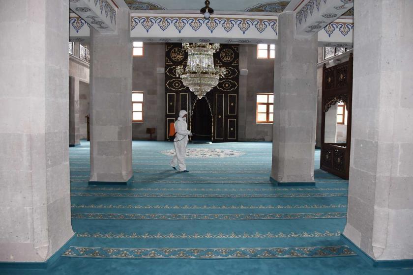 Kars'ta camilerde yapılan dezenfekte çalışması
