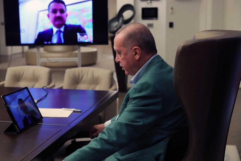 Tayyip Erdoğan, kabine üyeleri ile telekonferansla görüşme gerçekleştirdi.