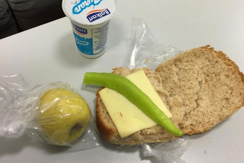 DEÜ hastanesi çalışanlarına dağıtılan yemek