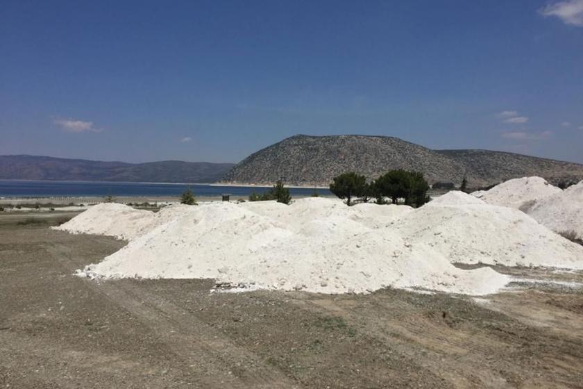 Salda Gölü'ndeki kumlar taşındı