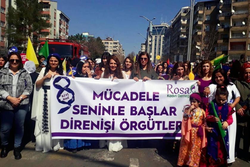 Rosa Kadın Derneği pankartı