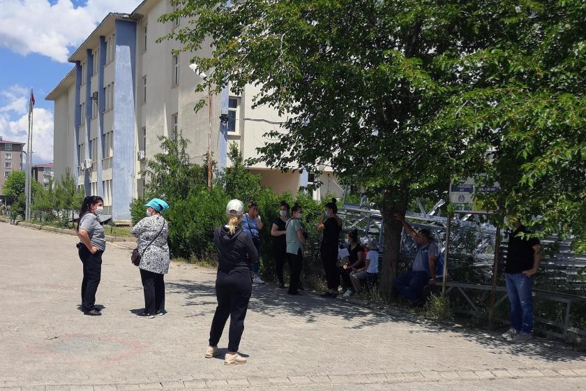 Dersim'de baz istasyonuna karşı çıkan mahalle halkı
